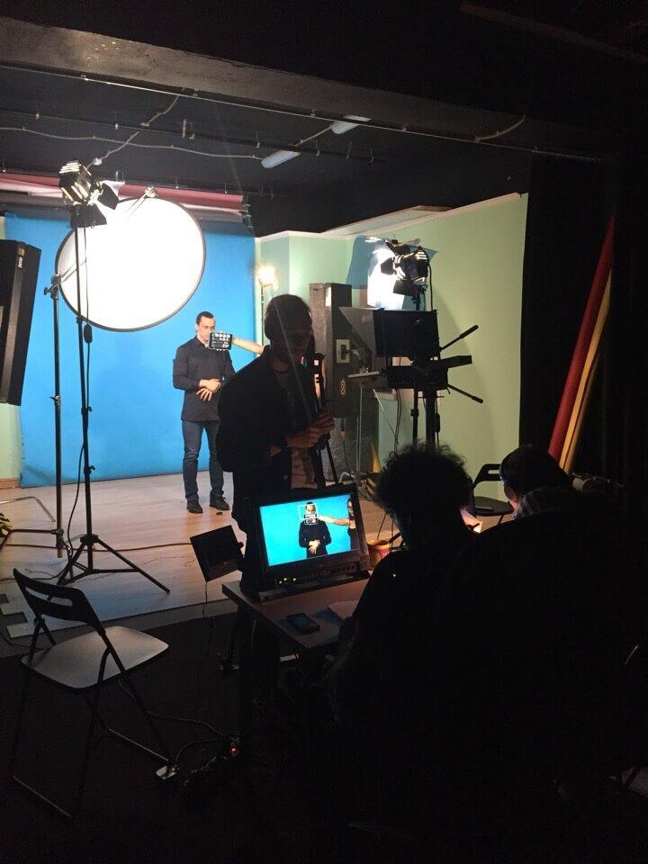 Процесс съемок в видеостудии
