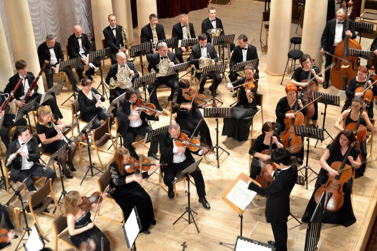 На фото – оркестр