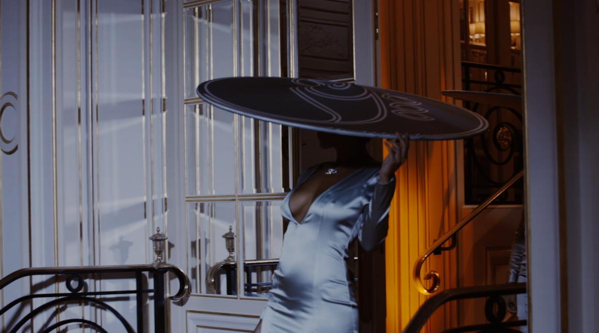 Фея со шляпой Табайер в Париже